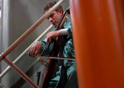 """Meeting Magnetars"" Johannes Moser premieres Enrico Chapela's Electric-Cello-Concerto"